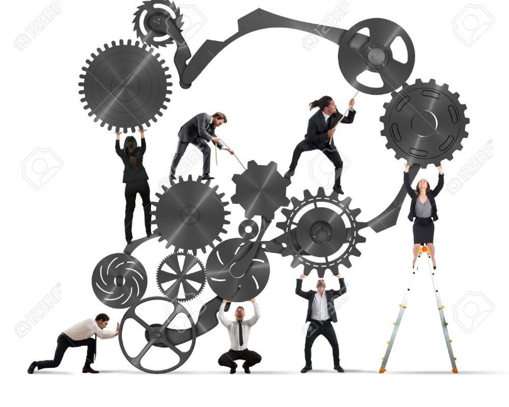 63888838-travail-d-équipe-de-gens-d-affaires-travaillent-ensemble-à-un-système-d-engrenages